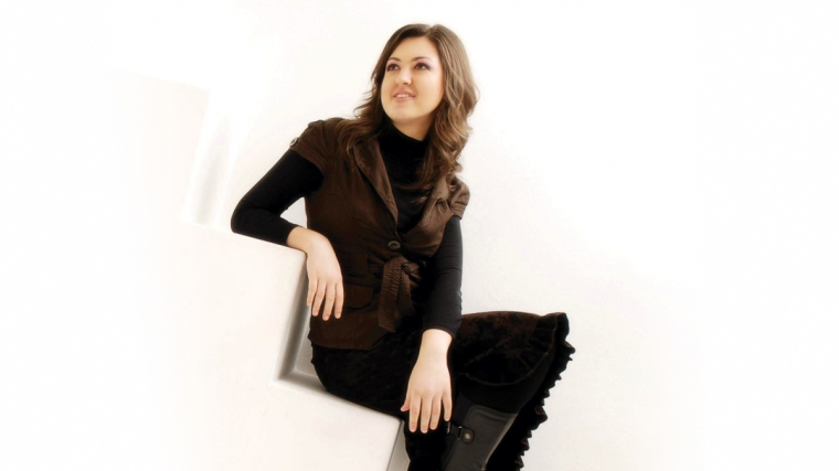 Alexandra Dariescu performing with the Brighton Philharmonic Orchestra at Brighton Dome